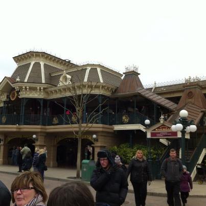Disneyland Railroad Fantasyland Station - Page 5 58146710