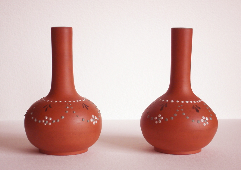 Pair of  small terracotta vases Dsc06722