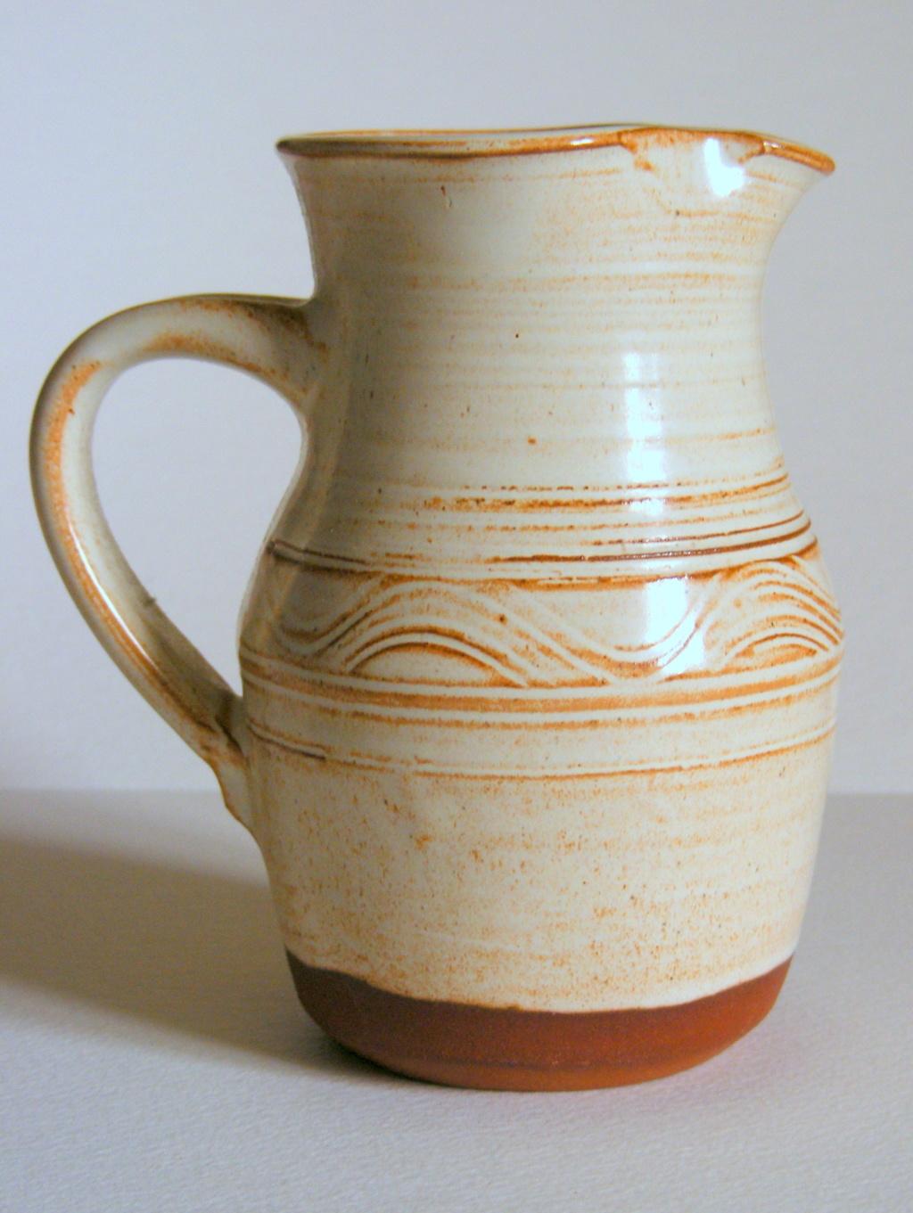 Earthenware Vase J S or T S initials - John Shelly? I.D. help appreciated. Dscf5311