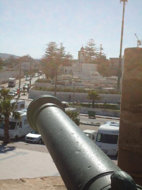 Essaouira- Mogador :Jamais vue de ce coin par oulad lablad :la terrasse du Bastion de Bab Marrakeche : Dsc05112