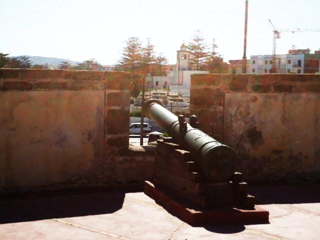 Essaouira- Mogador :Jamais vue de ce coin par oulad lablad :la terrasse du Bastion de Bab Marrakeche : Dsc05114