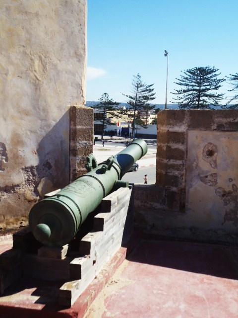 Essaouira- Mogador :Jamais vue de ce coin par oulad lablad :la terrasse du Bastion de Bab Marrakeche : Dsc05115