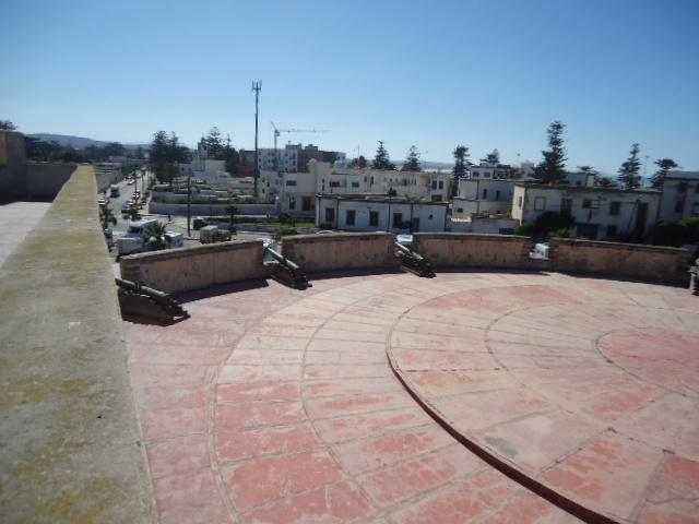 Essaouira- Mogador :Jamais vue de ce coin par oulad lablad :la terrasse du Bastion de Bab Marrakeche : Dsc05118