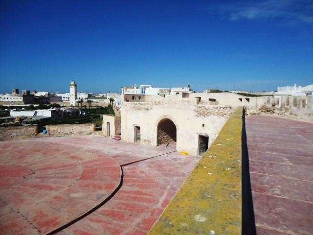 Essaouira- Mogador :Jamais vue de ce coin par oulad lablad :la terrasse du Bastion de Bab Marrakeche : Dsc05119