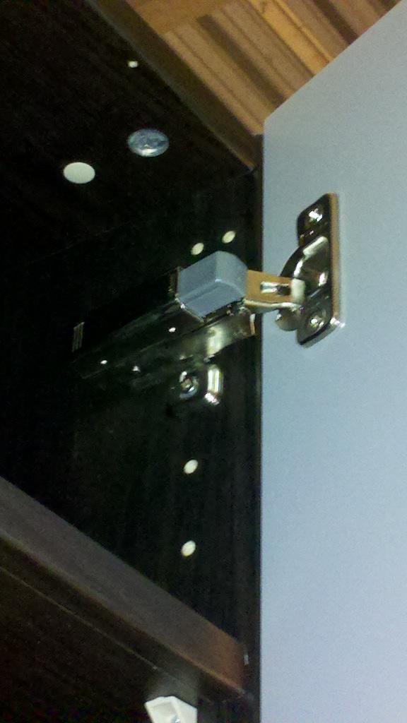 Couper sur la hauteur une armoire PAX  2013-014