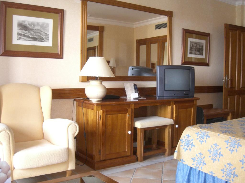 Canary Islands, Tenerife, Costa Adeje, Costa Adeje, Gran Hotel Cimg1411