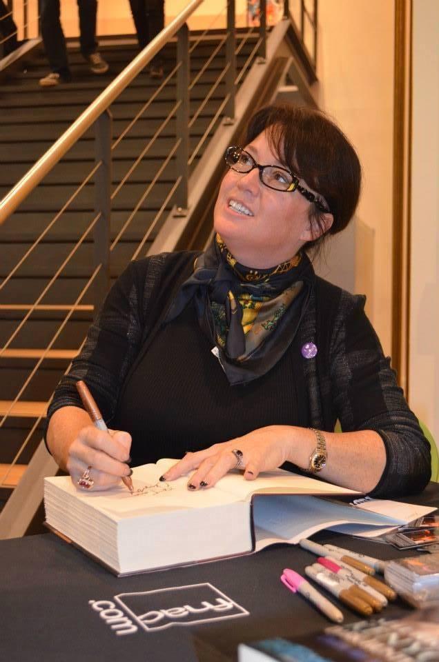 Rencontre magique avec SHERRILYN KENYON - Paris, septembre 2013 Dedi10