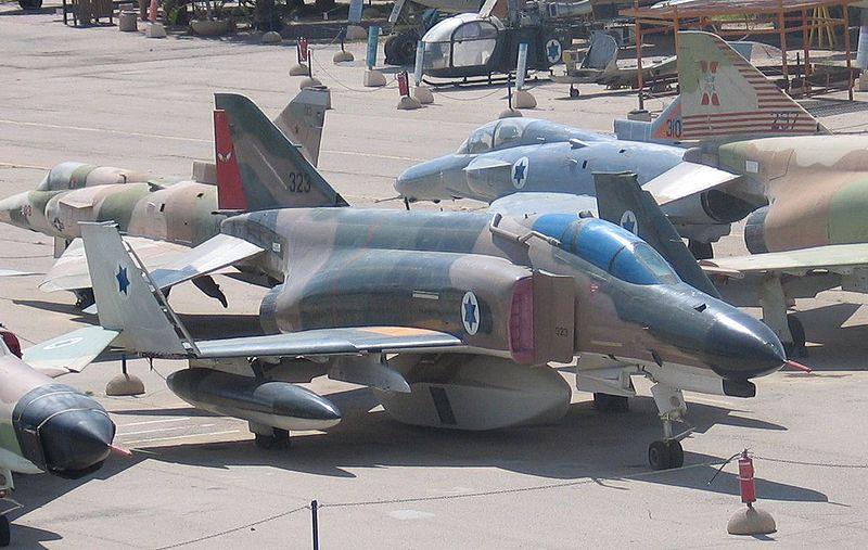 Fabrication d'avions militaire israelienne 800px-13