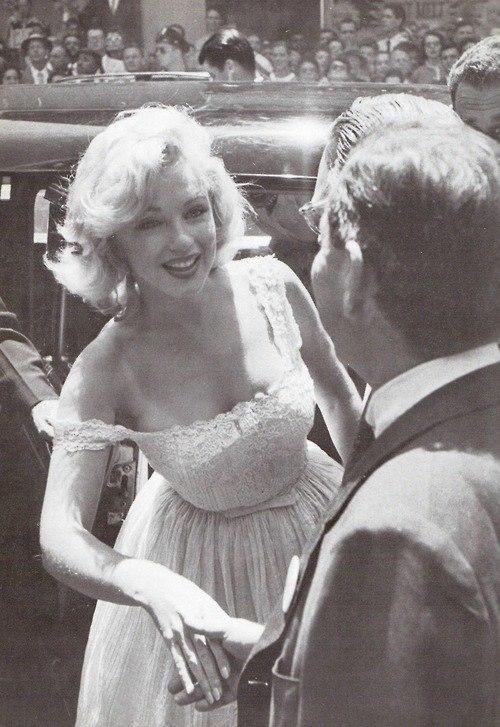 Marilyn Monroe - Page 6 Pnonx_10