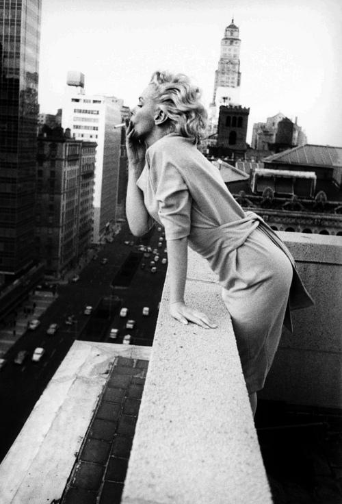 Marilyn Monroe - Page 8 Tumb1119