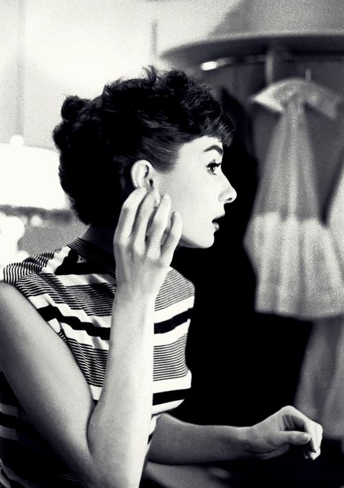 Audrey Hepburn  - Page 2 Tumb1215
