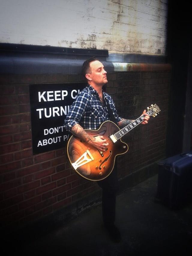 Photo: Dave & a Custom Gibson Bri_fq12