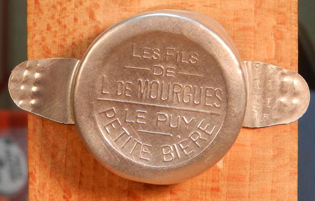 capsule en relief L_de_m10