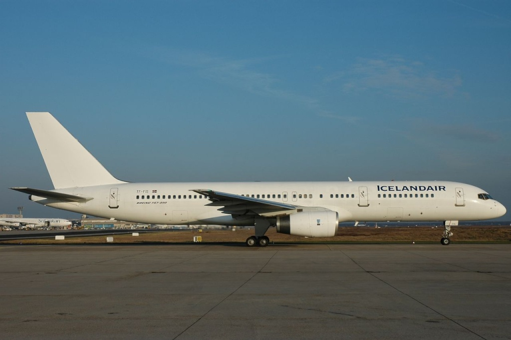 757 in FRA - Page 2 Tf-fis10