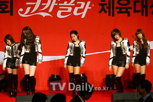 (11.01.28)T-ara sufre percances con el vestuario. Tiara11