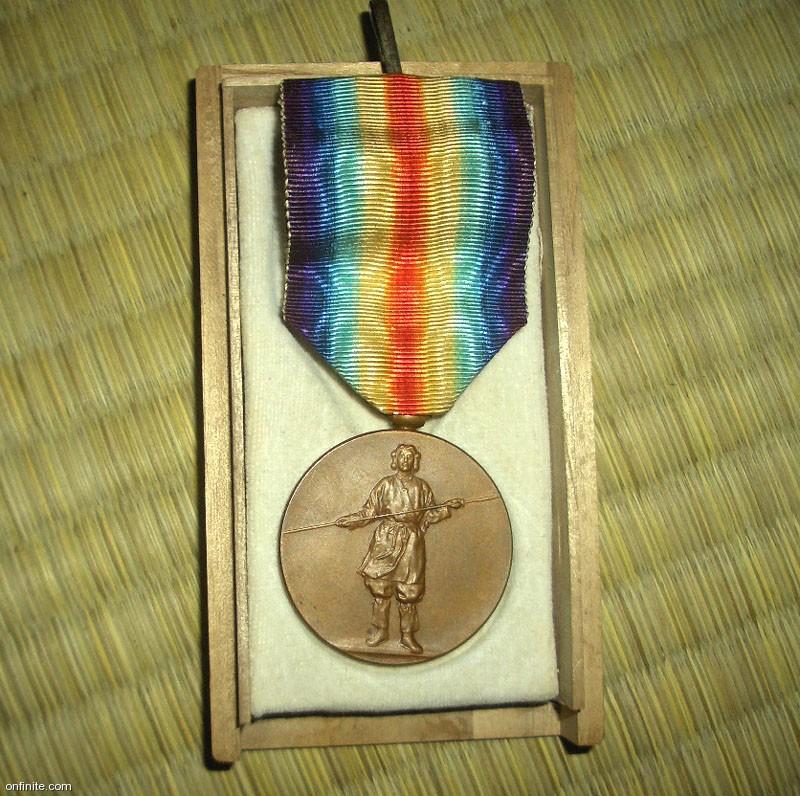 nouvel acquisition cadre de lieutenant japonais avec ses décorations  18910