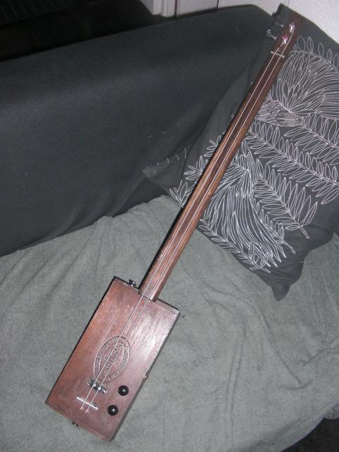 Présentez-nous vos Cigar Box Guitare Cimg3413