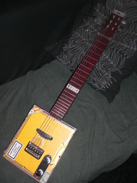 Présentez-nous vos Cigar Box Guitare Cimg3414