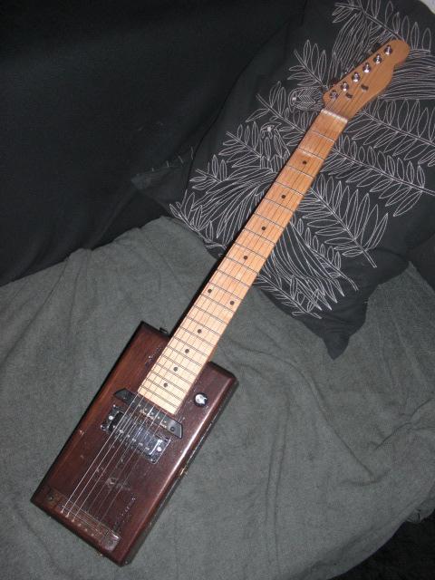 Présentez-nous vos Cigar Box Guitare Cimg3415