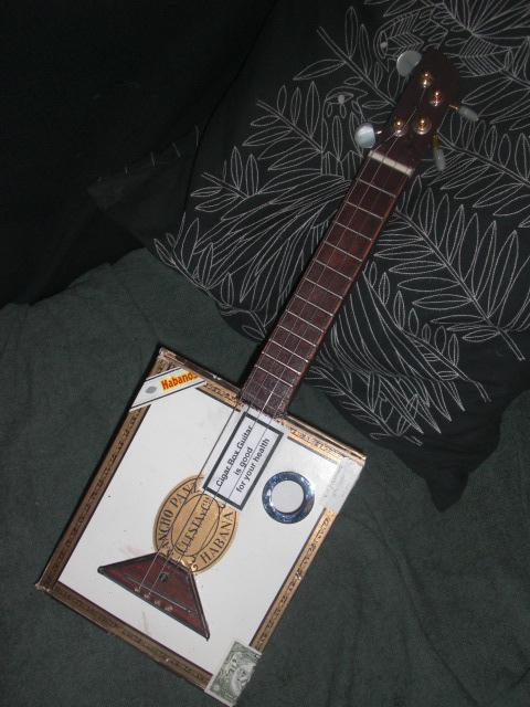 Présentez-nous vos Cigar Box Guitare Cimg3417