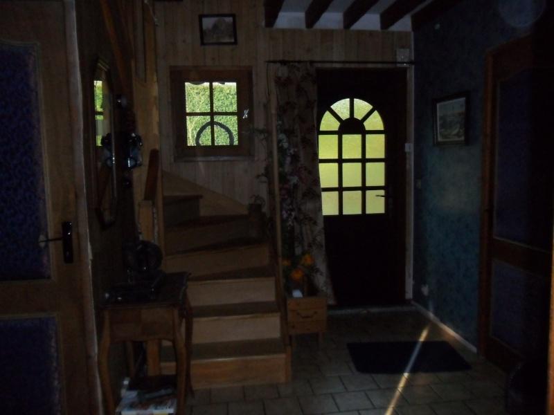 bonjour besoin d aide pour mon entrée et couloir et montée d escalier que j aimerais relooker Sam_1143