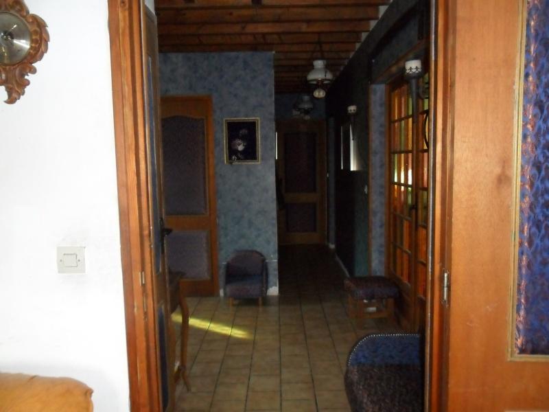 bonjour besoin d aide pour mon entrée et couloir et montée d escalier que j aimerais relooker Sam_1145