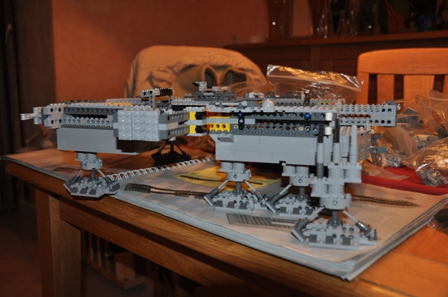 Lego - 10179 - UCS Faucon Millenium  Dsc_0413