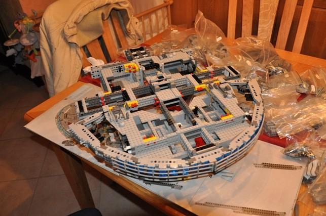 Lego - 10179 - UCS Faucon Millenium  Dsc_0416