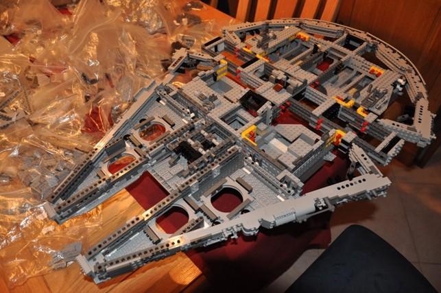 Lego - 10179 - UCS Faucon Millenium  Dsc_0418