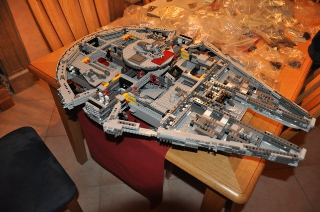Lego - 10179 - UCS Faucon Millenium  Dsc_0419