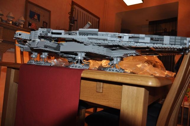 Lego - 10179 - UCS Faucon Millenium  Dsc_0420