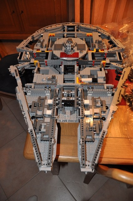 Lego - 10179 - UCS Faucon Millenium  Dsc_0422