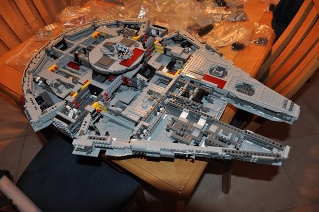 Lego - 10179 - UCS Faucon Millenium  Dsc_0423