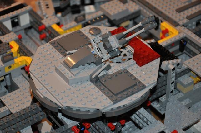 Lego - 10179 - UCS Faucon Millenium  Dsc_0425