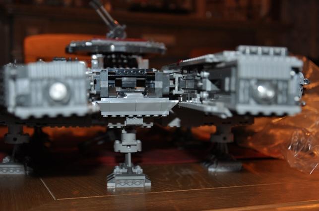Lego - 10179 - UCS Faucon Millenium  Dsc_0428
