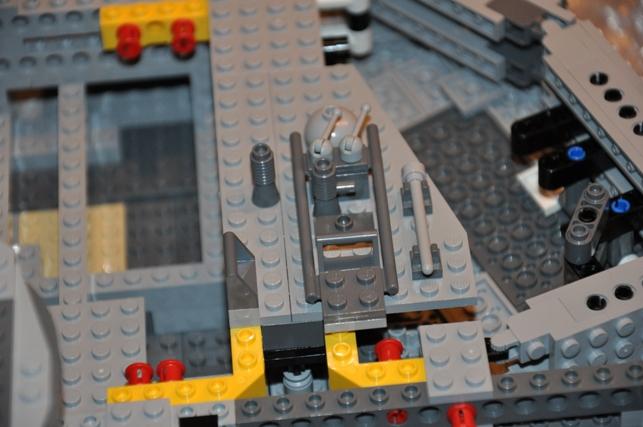 Lego - 10179 - UCS Faucon Millenium  Dsc_0429