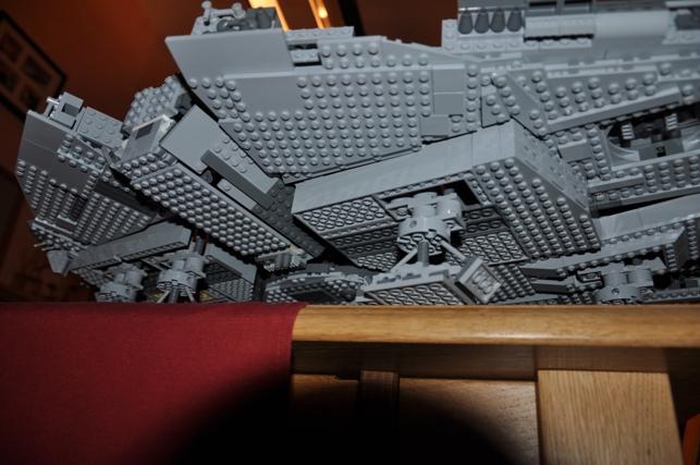 Lego - 10179 - UCS Faucon Millenium  Dsc_0431