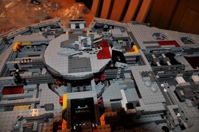 Lego - 10179 - UCS Faucon Millenium  Dsc_0433