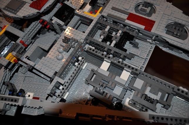 Lego - 10179 - UCS Faucon Millenium  Dsc_0434