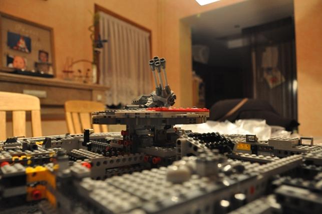 Lego - 10179 - UCS Faucon Millenium  Dsc_0435