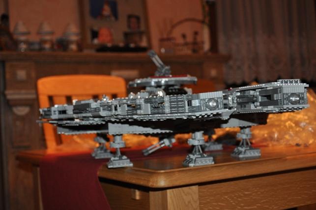Lego - 10179 - UCS Faucon Millenium  Dsc_0436