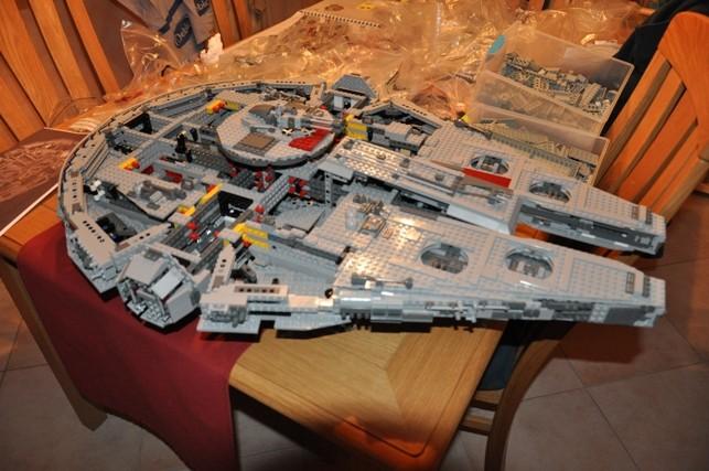 Lego - 10179 - UCS Faucon Millenium  Dsc_0437