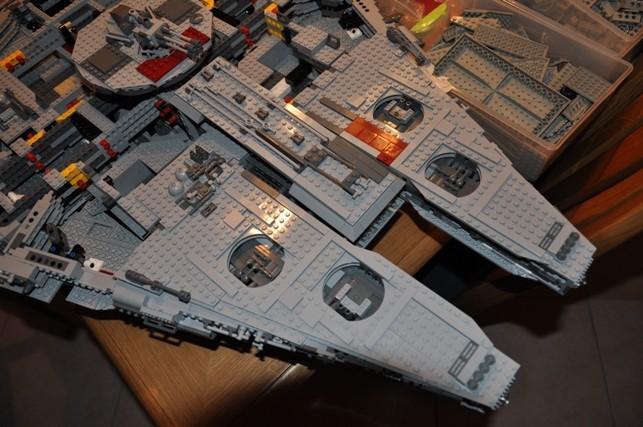 Lego - 10179 - UCS Faucon Millenium  Dsc_0438