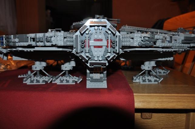 Lego - 10179 - UCS Faucon Millenium  Dsc_0439