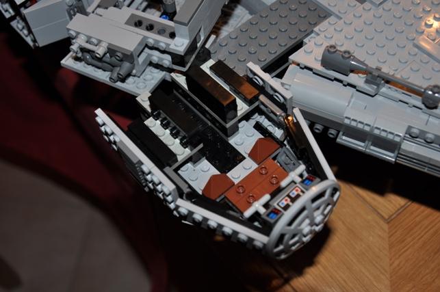 Lego - 10179 - UCS Faucon Millenium  Dsc_0440