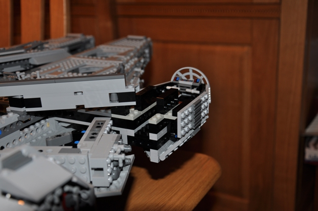 Lego - 10179 - UCS Faucon Millenium  Dsc_0441