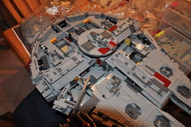 Lego - 10179 - UCS Faucon Millenium  Dsc_0442