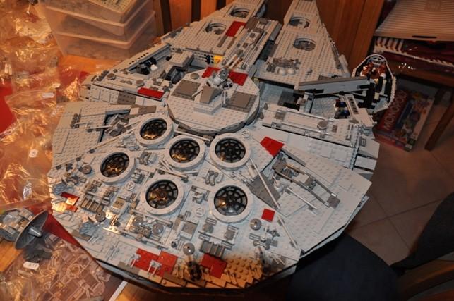 Lego - 10179 - UCS Faucon Millenium  Dsc_0443