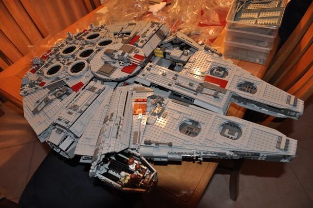 Lego - 10179 - UCS Faucon Millenium  Dsc_0444
