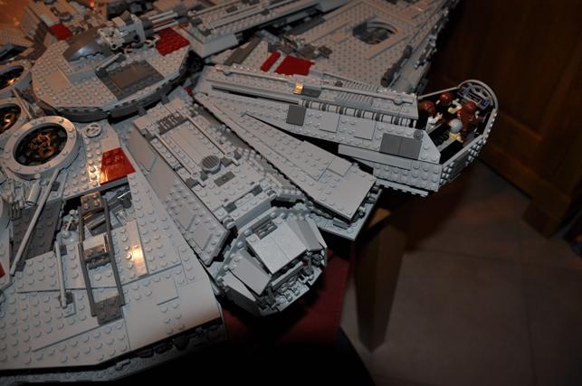 Lego - 10179 - UCS Faucon Millenium  Dsc_0445